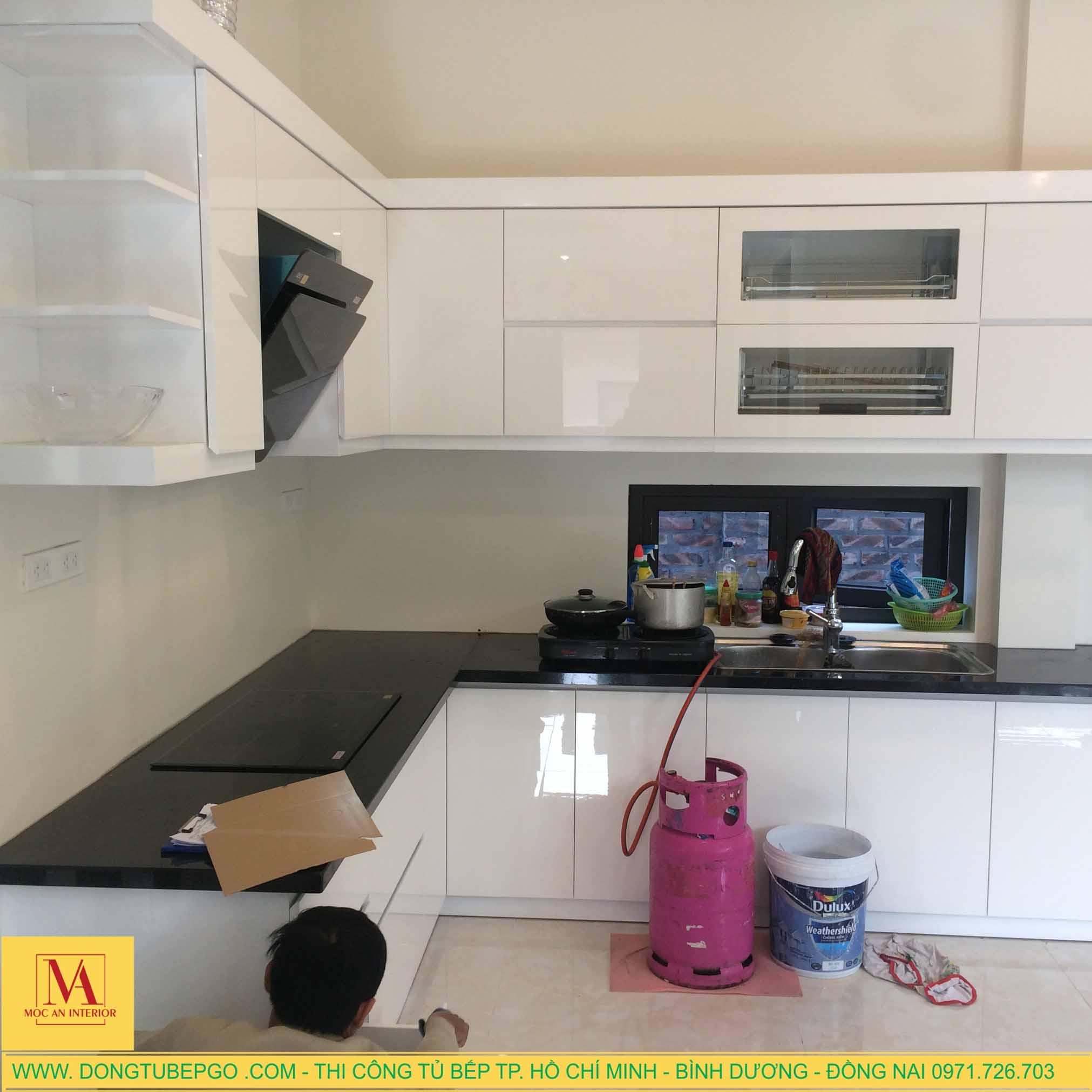Thi công đóng tủ bếp Acrylic ở Dĩ An, Bình Dương.