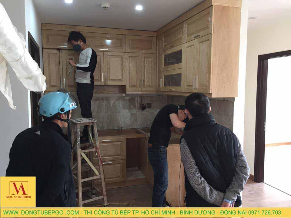 Thi công , đóng tủ bếp gỗ sồi tự nhiên ở Bàu Bàng, Bình Dương.
