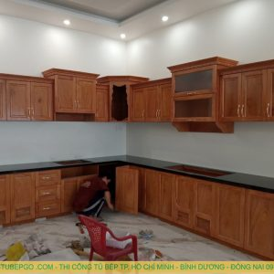 Tủ bếp gõ đỏ MAD 8