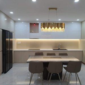 Tủ bếp acrylic cao đụng trần tại quận 7 MAA-717
